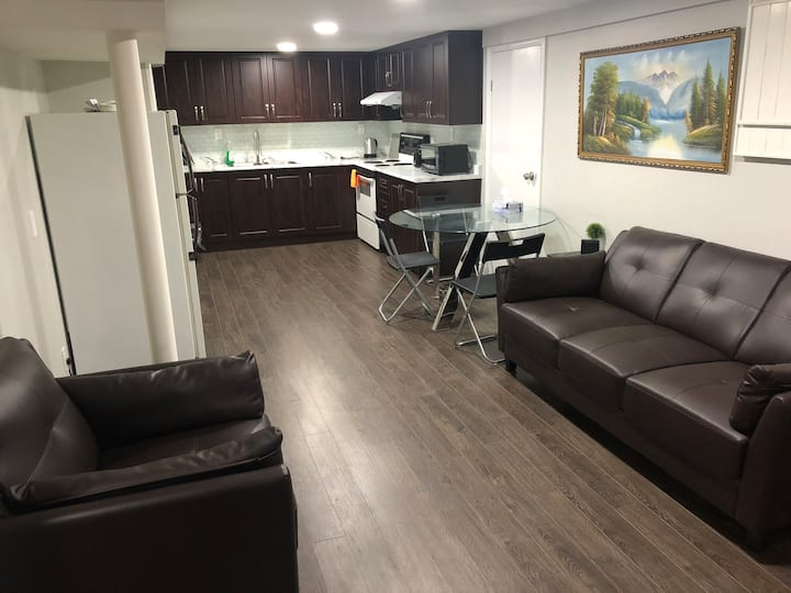Three rooms with free parking(2 bathrooms)