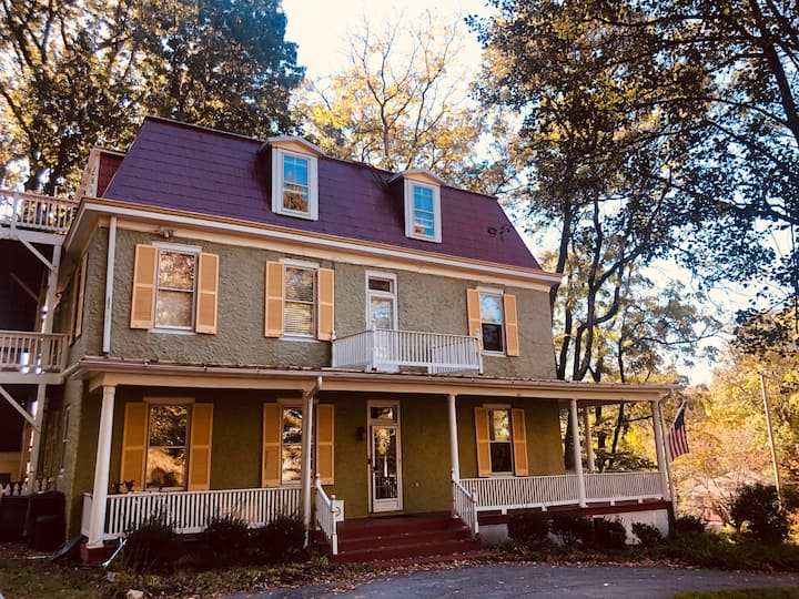 Gorgeous Victorian 4 bedroom in Takoma Park, MD