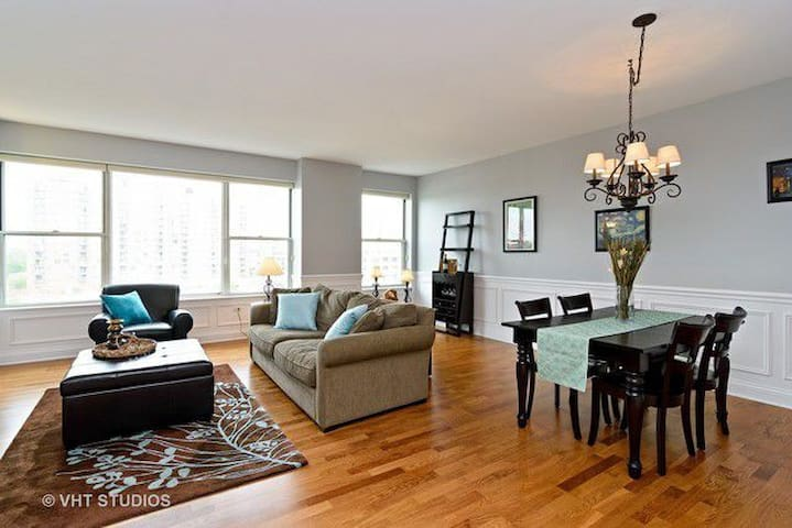 Perfect Downtown Arlington Heights Location