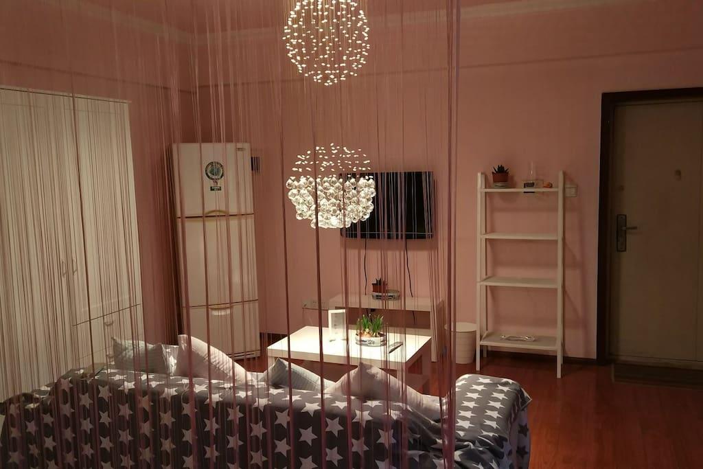 客厅,虽小但却温馨。
