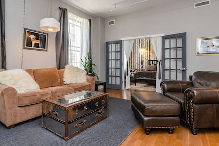 Great 1 BR right in the middle of everything!