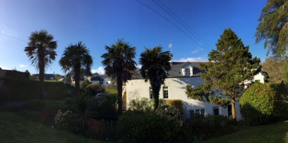 Delightful seaside apartment  on S W Coast Path