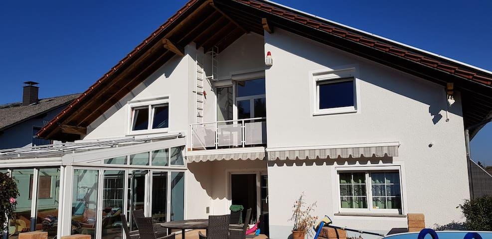 Top moderne Ferienwohnung bei Gießen