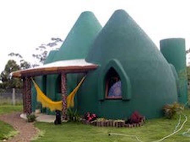 Casa Ecológica Domos - Praia do Rosa/SC Brasil