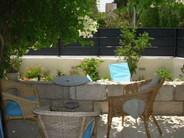 Charming house -emek refaim - Jerusalem - House