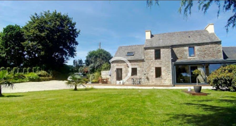Maison de campagne avec son grand jardin clos