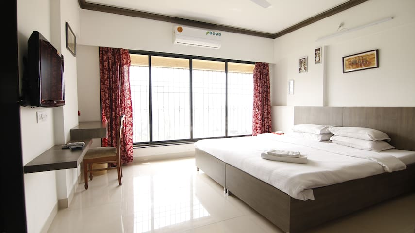 Private room near BKC in Bandra East, J603.1