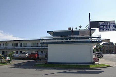 Niagara Parkway Court Motel - Niagara Falls - Bed & Breakfast
