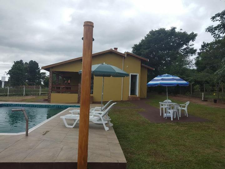 Linda casa com piscina em São Pedro-SP