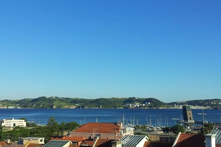 Great flat viewing the Tagus River! - Algés - อพาร์ทเมนท์