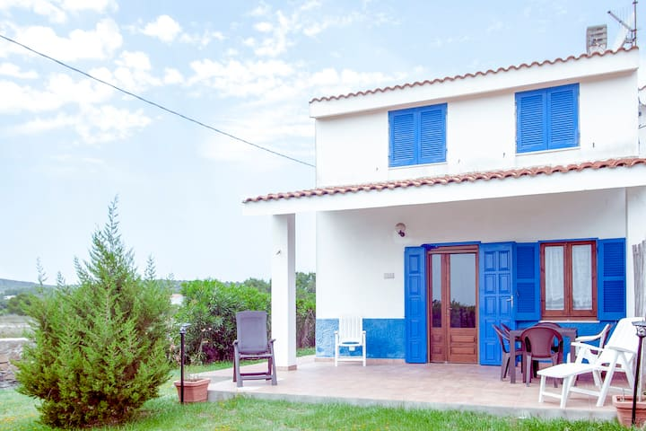 Semi-detached housea few meters from the sea