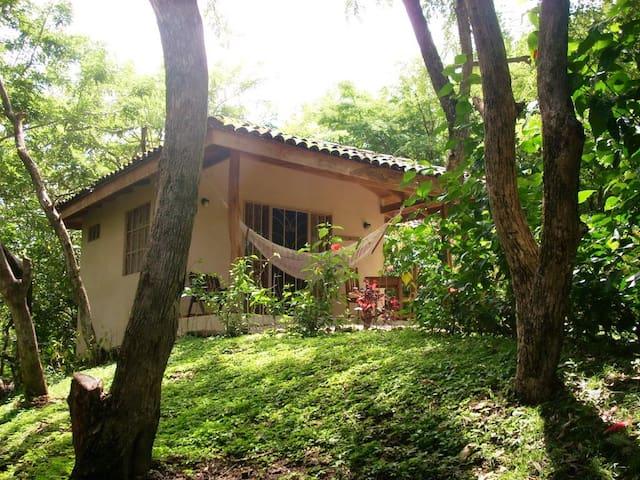 Panacea de la Montaña - Tamarindo - Houten huisje