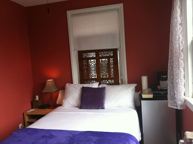 Relaxing Room in Cool Carytown - Richmond - Huis