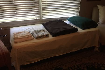 Airport Trundle bed with shared bath - San Antonio - Haus