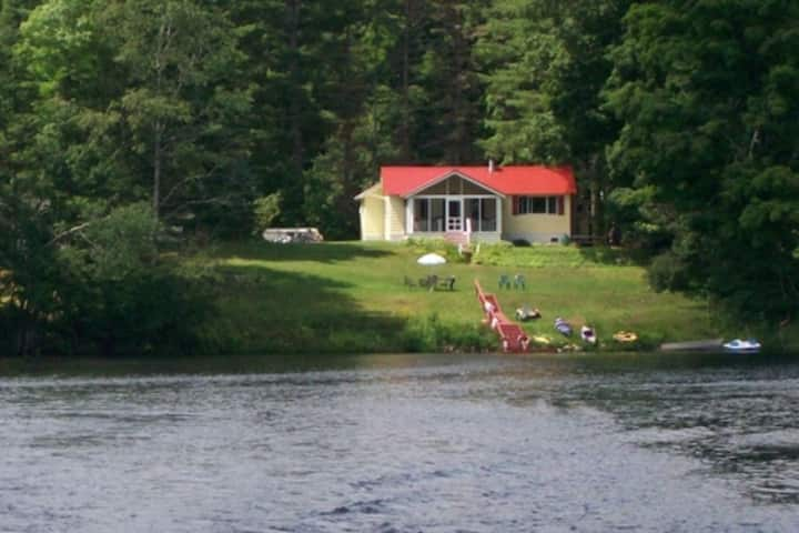 Cottage on Lake Algonquin with Beautiful Views