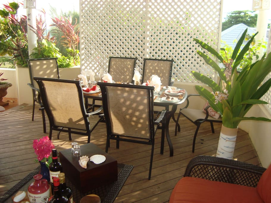Dine on the patio,freash air,cool breezes and great home cooked foor just for you by the staff at Dreamin
