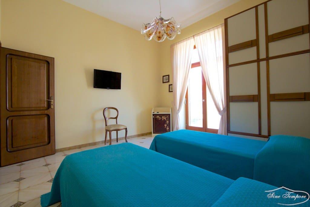 Camera da letto prospiciente il Corso Italia