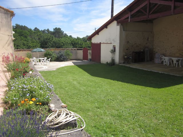 Maison à la campagne en Périgord - Faux