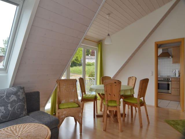 Ferienwohnung Ledergerber, (Bodman-Ludwigshafen), Ferienwohnung DG, 80qm, 1 Schlafzimmer, 1 Wohn-/Schlafzimmer, max. 5 Personen