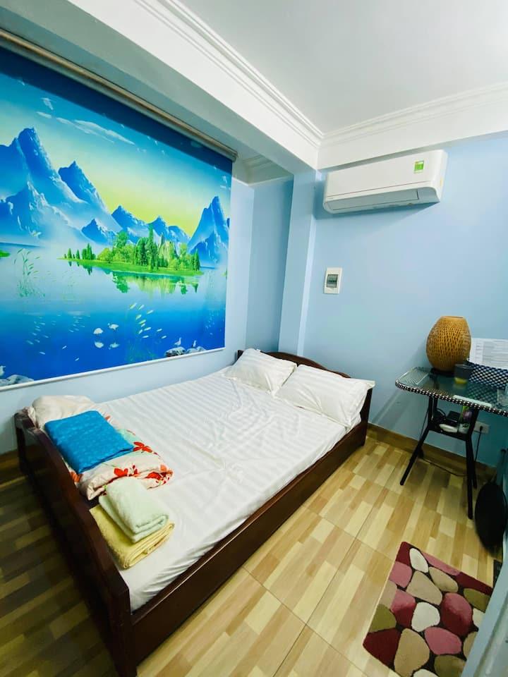 Tiny&cheap room in city centre (near OldQuarter)