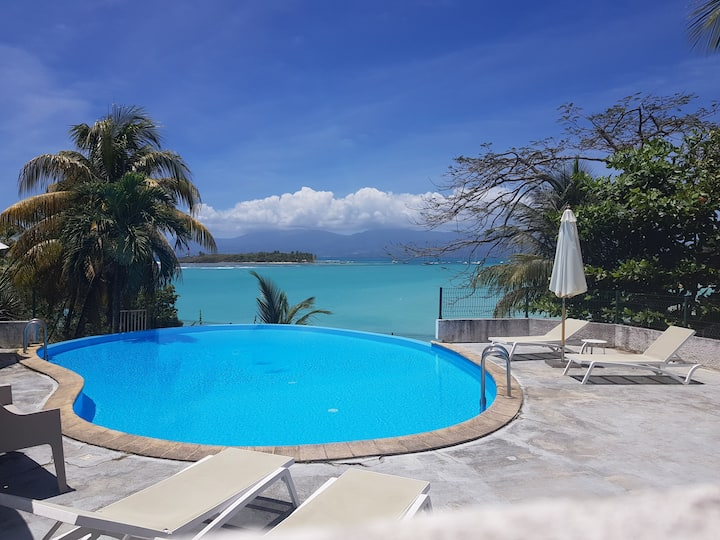 Charmant studio avec terrasse vue mer et piscine
