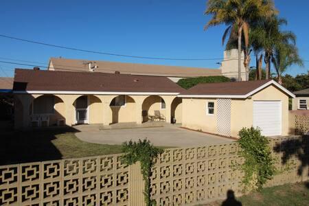 Newly Remodel House 2 Bdrm 1 Bath - Artesia