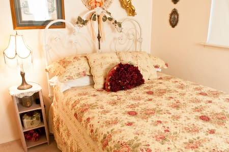 Enchanted  2 beds and 1 bathroom Cottage Homestay