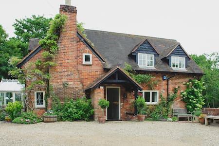 A beautiful English cottage (1) - Binfield Heath