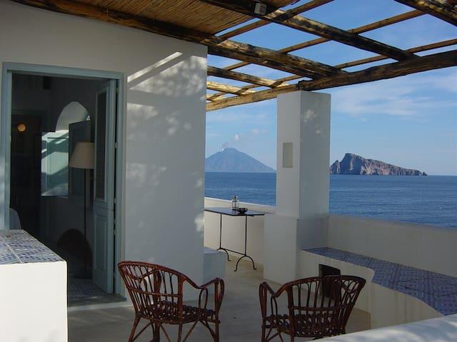 MAGICAL HOUSE OVERLOOKING THE SEA - Panarea, Lipari - วิลล่า