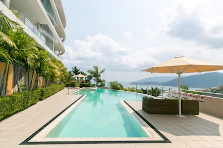 OCEAN VIEW AIRLIE STUDIO WITH SWIMMING POOL