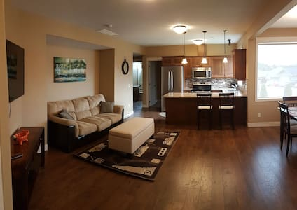 Bright Basement Suite at The Lakes in Lake Country