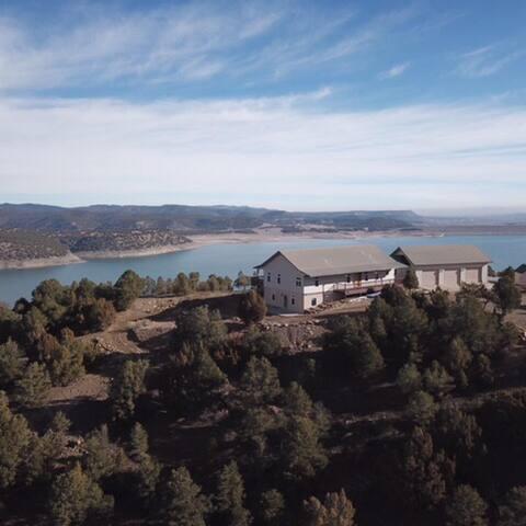 *NO GUEST SERVICE FEE* Mountain Lakeside Retreat