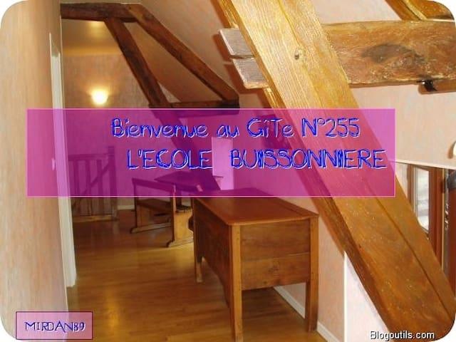 LOCATION Gîte de France  École Buissonnière 89G255