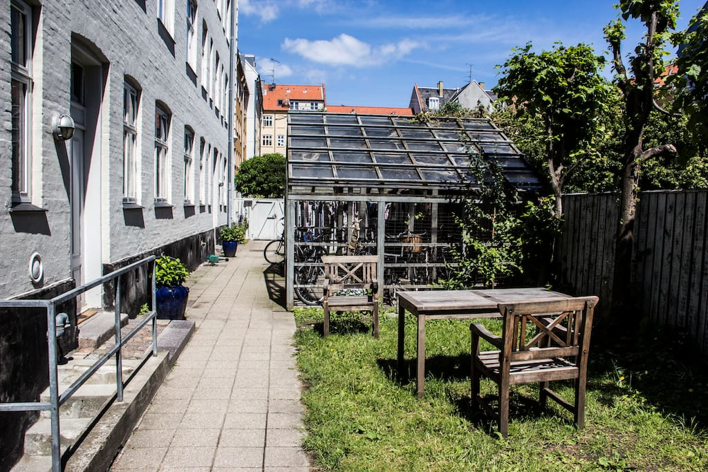 Outdoor dining facilities and private, safe bicycle parking