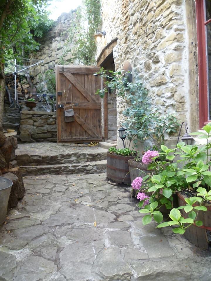 Converted Barn/Artist Studio w/pool