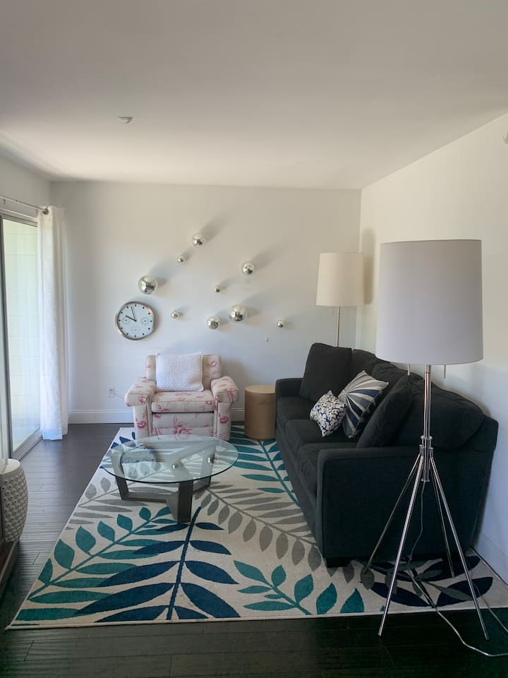 Private Apartment in Beautiful Webster Groves - A2