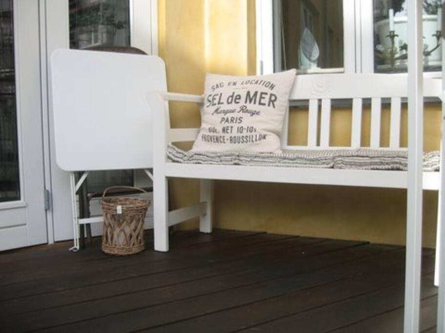 Lille terrasse hvor du kan nyde solen.