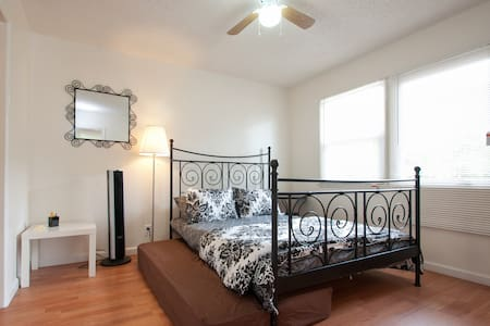 Central LA-Awesome, new 1 b/ba apt - Los Angeles