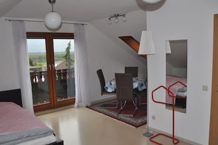 Ferienwohnung am Rande der Sch.Alb - Aichelberg - Apartament