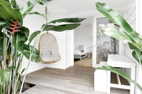 Luxe Guesthouse Byron Bay I Bask & Stow SALT Suite
