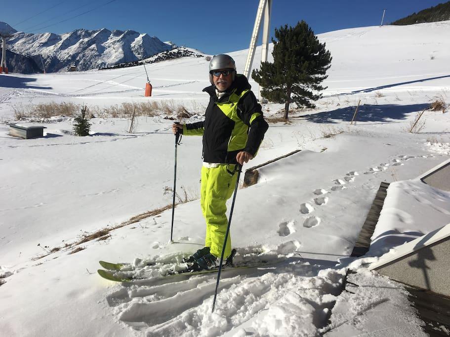 skis aux pieds, et jolie vue