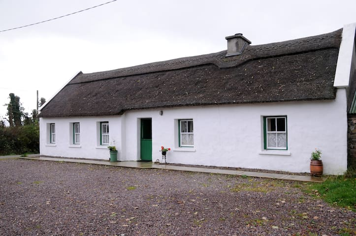 The Thatched Cottage on The Wild Atlantic Way - Castlemaine - Srub