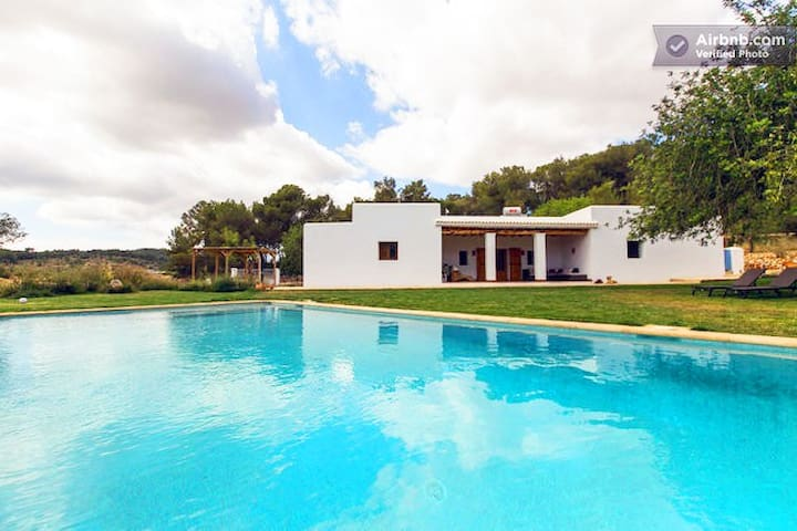 Peaceful Ibiza Finca with Pool and Wifi - Sant Joan de Labritja
