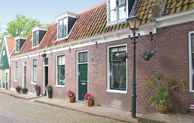 Holiday cottage with 2 bedrooms on 80 m² in Edam