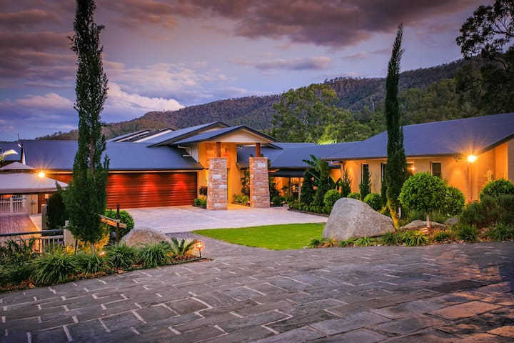 Luxuriously furnished home, Samford Valley - Highvale - Casa