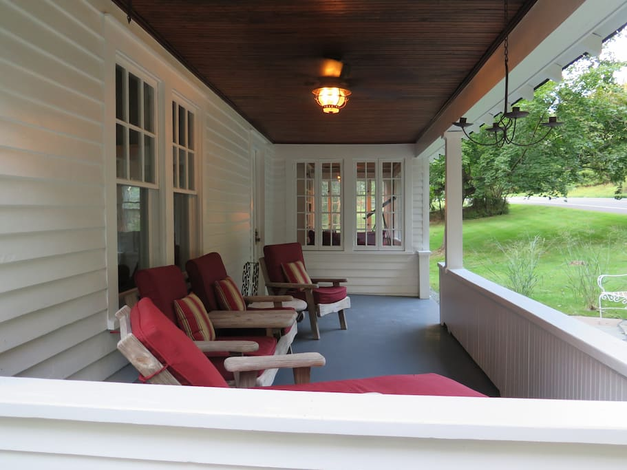Our front porch is ready to welcome you, your family and friends for an amazing stay !