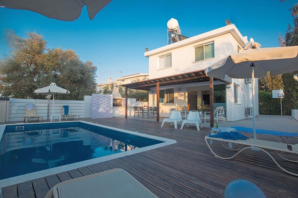 Villa Tessa, Stunning 3 Bedroom Cape Greco Villa