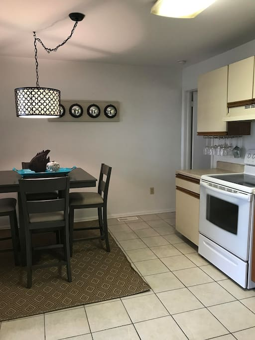 Dining area/eat-in kitchen