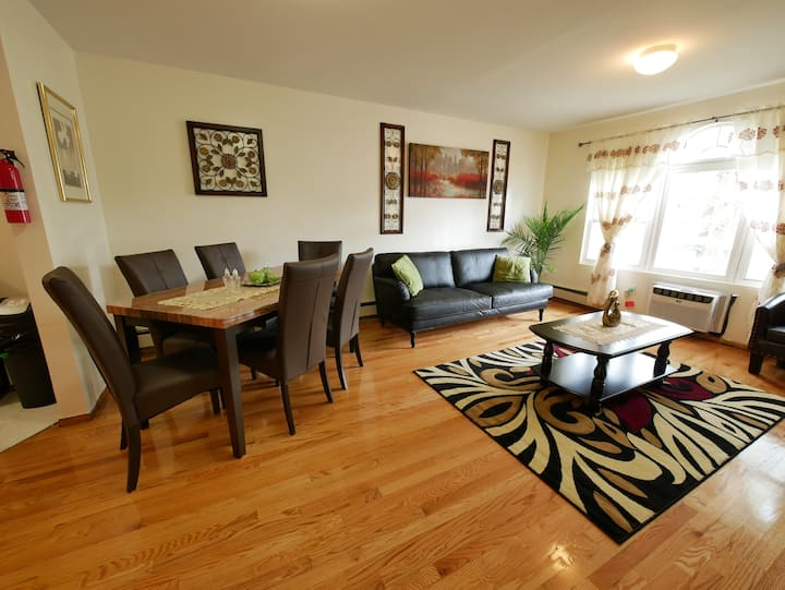 Tranquil Haven W/Private Bath-8 mins to JFK Rm. #1