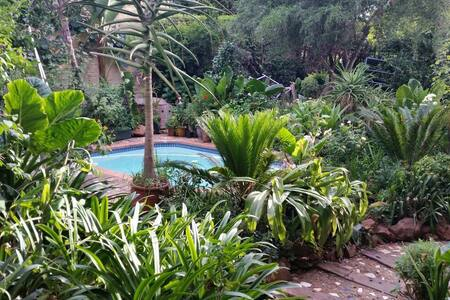 MELVILLE  DREAM GARDEN COTTAGE - Johannesburg - Bed & Breakfast